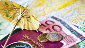 Senioři chtějí cestovat, prodraží se jim ale cestovní pojištění.