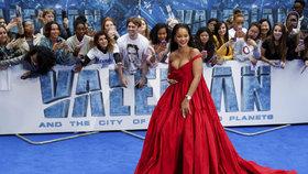 Rihanna na premiéře filmu Valerian zaujala nadupaným dekoltem