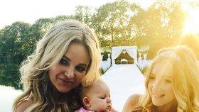 Nej momentky ze svatby Babišových: Monika s dcerou Vivien a nejmladší svatebčankou Lilly.