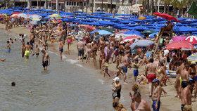 Kvůli rekordně slabé hodnotě koruny vůči euru, si na dovolenou přivezeme méně peněz