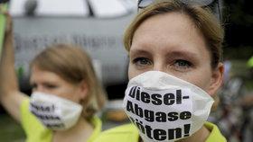Kauzu Dieselgate provázely v Německu protesty.