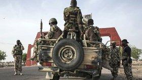 Nigerská policie v sobotu oznámila, že na jihozápadě země odvrátila útok Boko Haram na jedno své stanoviště a deset teroristů při tom zabila. (ilustrační foto)