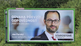 Billboard hnutí Starostové a nezávislí (STAN) pro letošní sněmovní volby s portrétem celostátního lídra Jana Farského na snímku z 3. srpna v Praze-Zbraslavi.