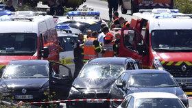Policie zadržela údajného pachatele na dálnici A16, kudy se snažil uniknout na sever směrem k Belgii.