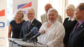 Pozici prý přijal po telefonátu Miloše Zemana, čestného předsedy strany.