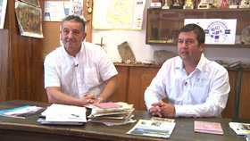 """Jan """"Vrtul"""" Hamáček a jeho někdejší vedoucí Jaroslav """"Bubla"""" Šebek zavzpomínali na dobu, kdy současný šéf Poslanecké sněmovny přišel do skauta."""