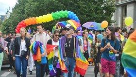 """Kdo """"kašle"""" na práva gayů? Strany dostaly vysvědčení, řada jich propadla."""