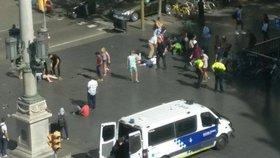 Auto vjelo v Barceloně do lidí.