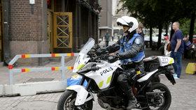 Útočník ve finském městě Turku pobodal několik lidí, zasahovala policie.