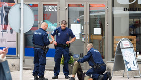 Útok ve městě Turku finská policie vyšetřuje jako trestný čin související s terorismem. Hlavním podezřelým je podle ní osmnáctiletý Maročan.