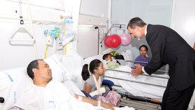 Španělský král Felipe VI. navštívil zraněné po útoku v Barceloně.