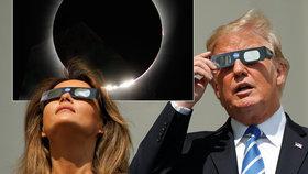 Donlad Trump s Melanií sledovali zatmění Slunce z Bílého domu.
