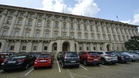 Černínský palác z Loretánského náměstí. Tento pohled znají Pražané i turisté.