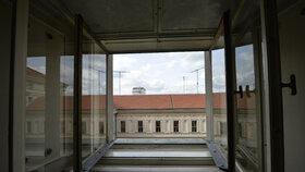 Z tohoto okna byl zřejmě Masaryk vystrčen. Co se přesně stalo se dosud neví.