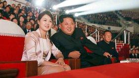 Severokorejský diktátor Kim Čong-un s manželkou Ri Sol-ču
