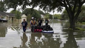 Na americký Texas udeřil Harvey. Z hurikánu se postupně stala tropická bouře doprovázená záplavami