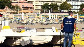 Policisté vyšetřují znásilnění Polky na pláži Rimini.
