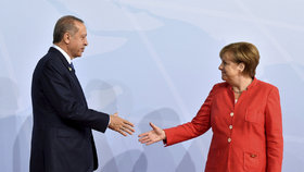 Merkelová Turecko v EU nechce, oznámila to na předvolební debatě.