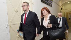 Manželé Petr a Jana Nečasovi u soudu kvůli kauze trafik