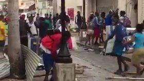 V Karibiku dochází po hurikánu Irma k masovému rabování