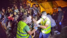 Rumunská pobřežní stráž zachránila 153 uprchlíků.