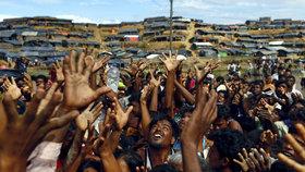 Prchající Rohingové na cestě do Bangladéše