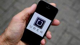 V Praze a Brně v pondělí protestovali taxikáři proti alternativním taxislužbám.