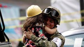 Mexiko, které se snaží vzpamatovat z úterního ničivého zemětřesení, zasáhly otřesy i oba víkendové dny.