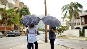 Američané stahují z Kuby většinu personálu ambasády.
