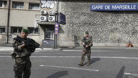 Francouzská armáda zastřelila muže, který ubodal člověka.