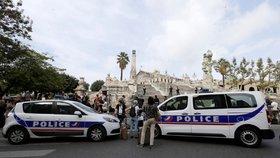 Útočník s nožem v Marseille zabil dvě osoby a křičel Alláhu akbar.