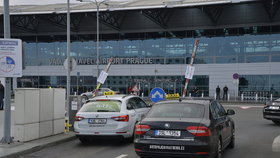 Taxikáři v Praze protestovali proti službám společnosti Uber.