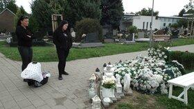Příbuzní chodí pravidelně na Sebastiánkův hrob.