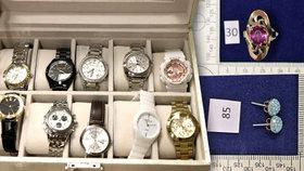 Policie hledá majitele kradených šperků a hodinek za statisíce.
