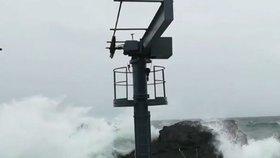 Hurikán Ophelia se na Azorských ostrovech projevil zejména silným deštěm a větrem.
