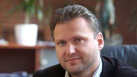 Předseda Poslanecké sněmovny Radek Vondráček (ANO) se za vyhlášení termínu omluvit odmítl.