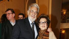 Operní pěvec Plácido Domingo s manželkou