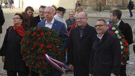 Zástupci ČSSD se vypravili den před státním svátkem k soše T. G. Masaryka na Hradčanském náměstí.