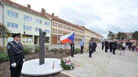 Na Masarykově náměstí v Moravském Krumlově byl 28. října slavnostně odhalen památník české státnosti.