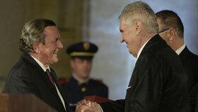 Prezident Miloš Zeman během posledního předávání státních vyznamenání