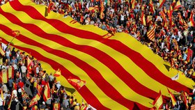 V Barceloně se na demonstraci za jednotu Španělska sešel více než milion lidí.