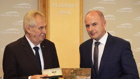 Plzeňský hejtman Josef Bernard (ČSSD) s prezidentem Zemanem