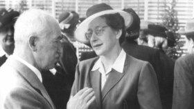 ..často také hovořila s prezidentem Benešem.