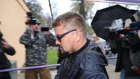 Marek Dalík nastoupil v pondělí 6. 11. 2017 podruhé k výkonu trestu. Odsouzen je k pěti letům za podvody při nákupu obrněných vozidel Pandur.