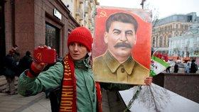 Rusko oslavilo 100leté výročí Velké říjnové socialistické revoluce, v Moskvě se konala vojenská přehlídka.