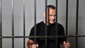 Kajínek o homosexuálním sexu ve vězení: Spoluvězni skončili na JIP