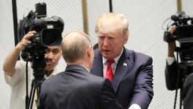 Americký prezident Donald Trump s ruským prezidentem Vladimirem Putinem