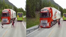 Dítě vběhlo přímo před kamion.