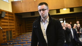 ONLINE: Nečesaný si vyslechl rozsudek: Pláč a křik musel utišit soudce!