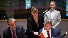 Čeští ministři obrany a zahraničí Martin Stropnický (ANO) a Lubomír Zaorálek (ČSSD) podpořili větší spolupráci ve společné obraně EU